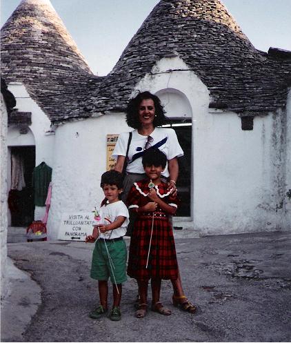 Con mi madre y mi primo en Alberobello (Puglia)© Alessia Calderalo García