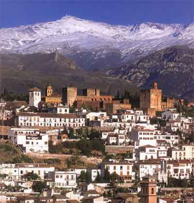 Alhambra con Sierra Nevada detrás